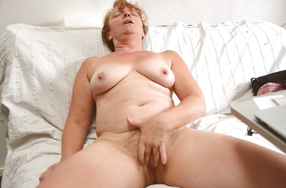 brooks-nude-ladys-having-an-orgasum-naked-pic
