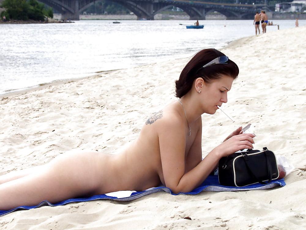 представлены эротика на общественном пляже видео еще закончилась куколд